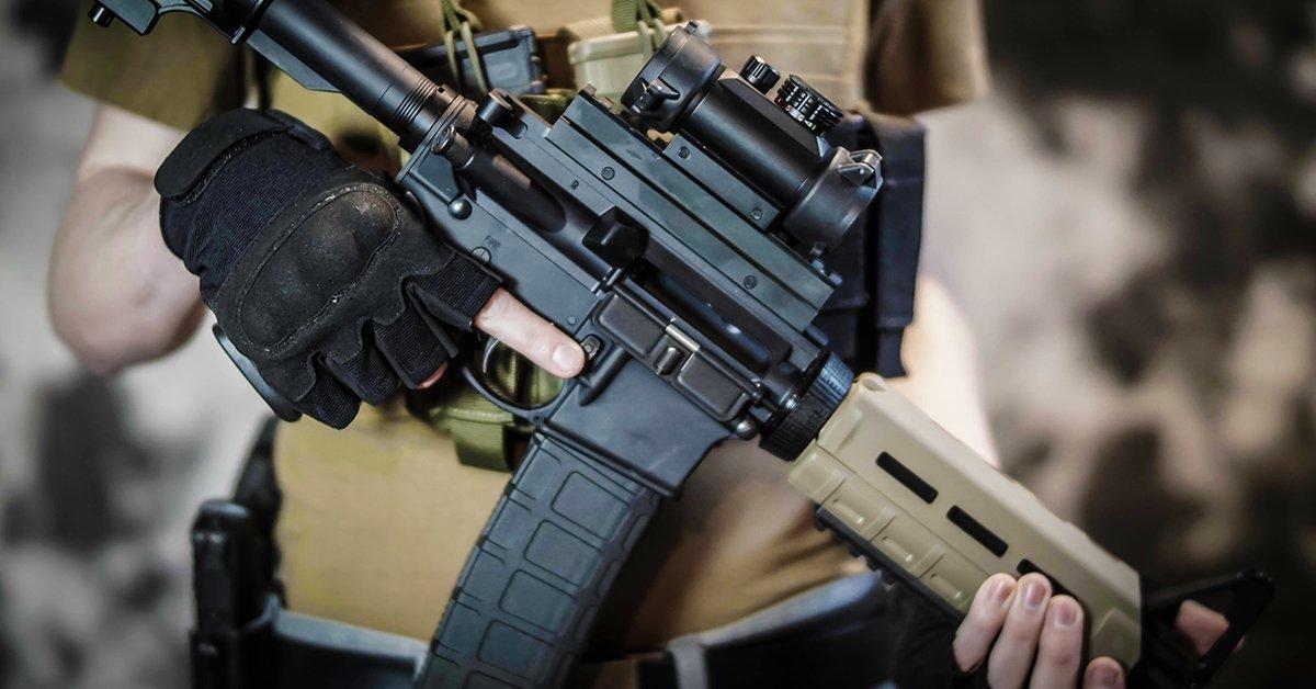 30 lövés gépkarabéllyal