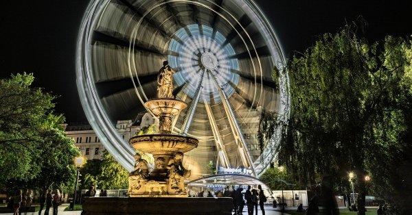 A bálteremtől a Tinderig: a párkeresés története Budapesten