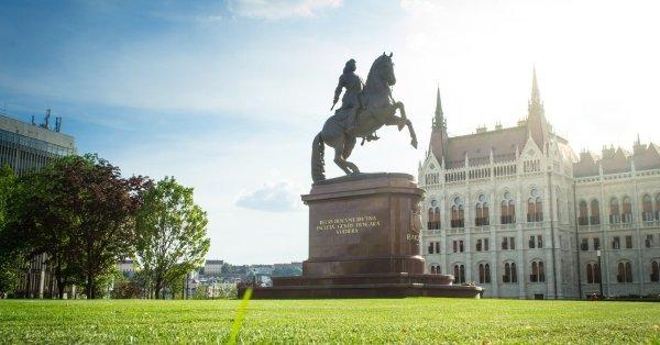 Két tér története huszonöt legendában: vezetett séta