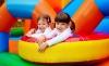 A kicsik földi paradicsoma: gyermekbelépő 2 játék zsetonnal