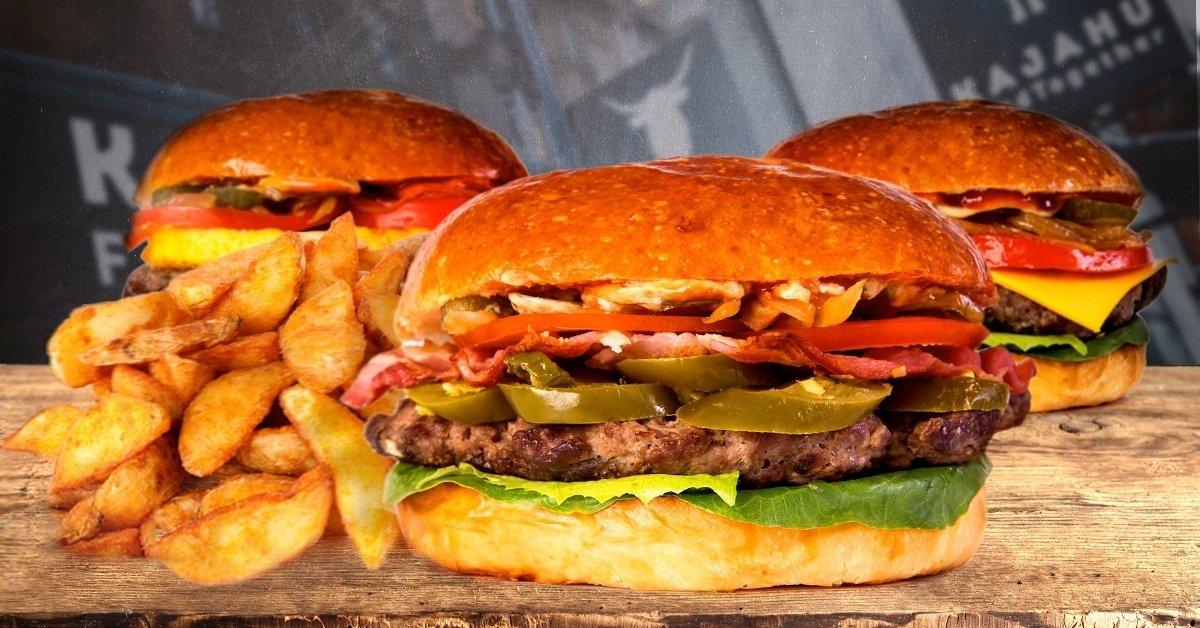Organikus sajtburger steak burgonyával vagy salátával