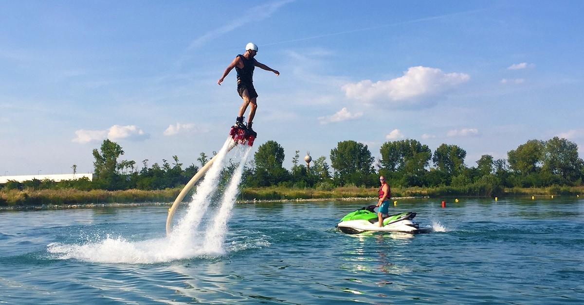Adrenalinhullámok: flyboardozás teljes felkészítéssel