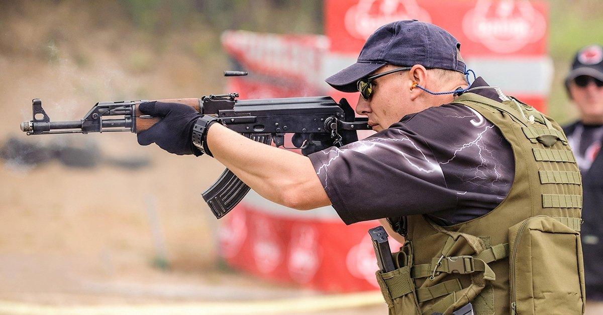 Élménydús roncslövészet: 60 lövés AK-47-es gépkarabéllyal