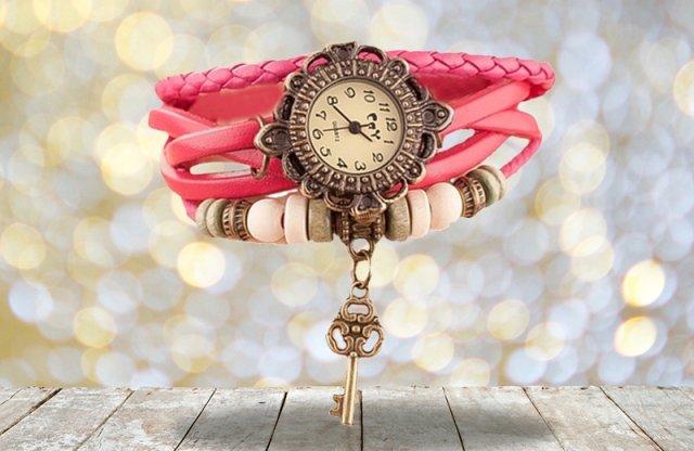 Karkötős karóra, kulcs medállal, pink